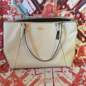 Coach tote bag in white leather.
